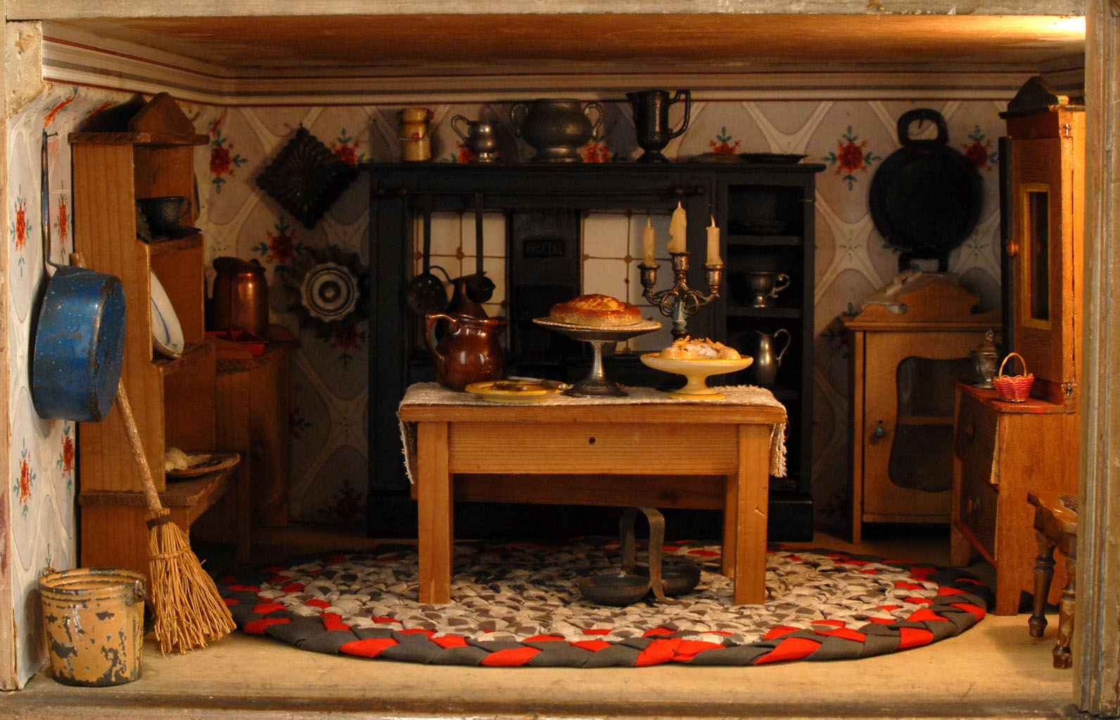 Living Little The Miniature World Of Dollhouses Hannah S Treasures