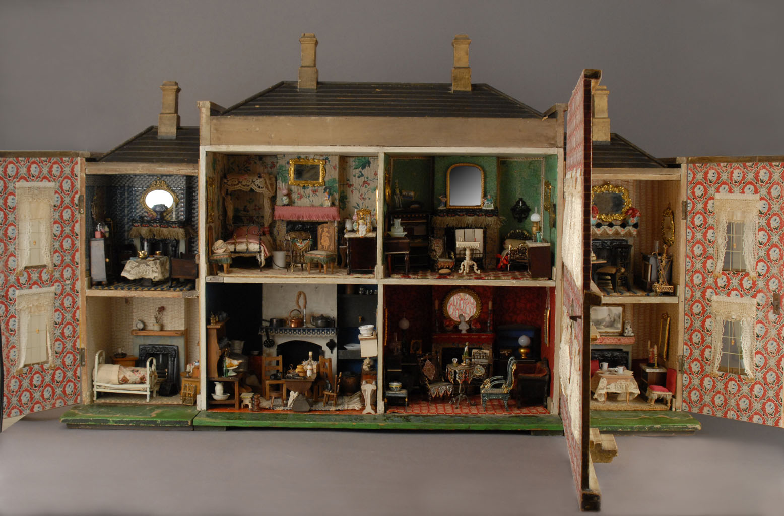 Miniature Dollhouse Wallpaper These Collectable Dollhouses
