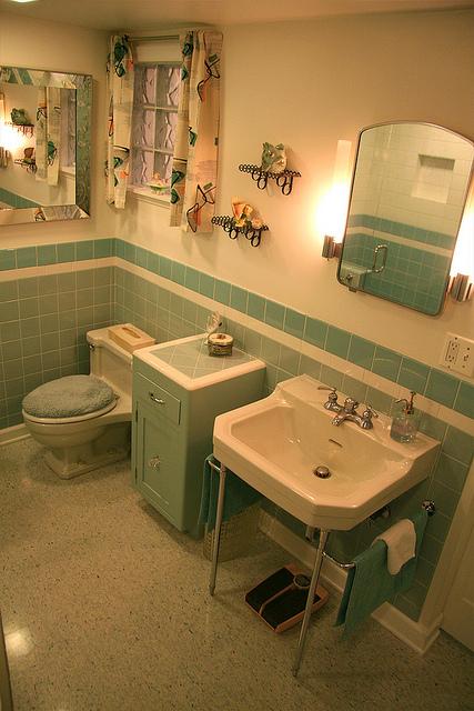 Nanette S 1940 S Vintage Bathroom Hannah S Treasures Vintage Wallpaper Blog