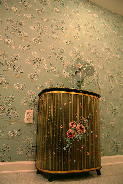 Nanettes 1940s Vintage Bathroom Hannahs Treasures Wallpaper Blog
