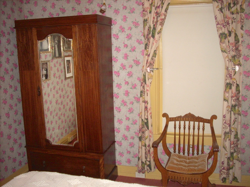 1904 cabin restored with vintage kraft wallpaper