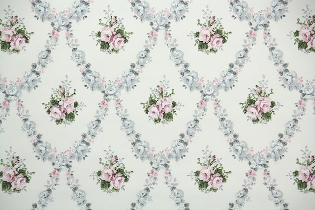1930s European Rose Floral Vintage Wallpaper from Hannahs Treasures
