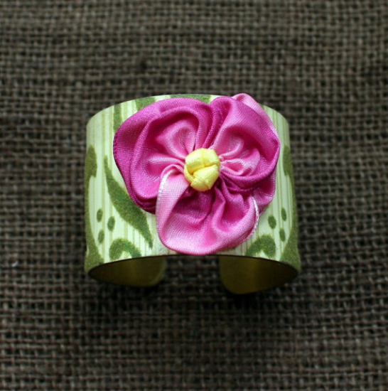 Vintage Wallpaper Cuff Bracelet from Mitzi's Collectibles on Etsy
